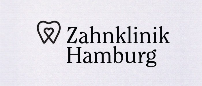 Logodesign für eine Zahnklinik in Hamburg. Gestaltung einer Wort-Bildmarke. Allein die Wahl der Schrift schafft viel Sympatie und Vertrauen.